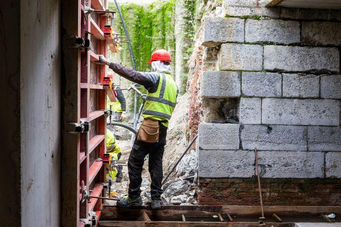 Arbeiders zijn volop bezig met de bouw van parking Steendok zodat die begin december open kan.