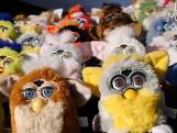 Brit bouwt 44 oude Furby's om tot orgel