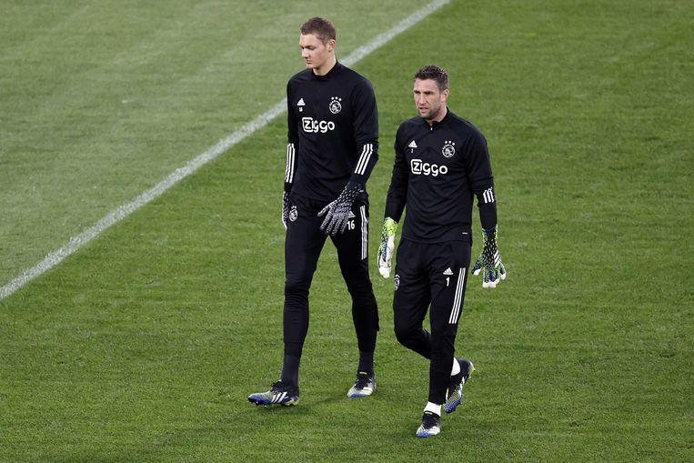 Ajax goalkeeper Kjell Scherpen en Ajax goalkeeper Maarten Stekelenburg tijdens een trainingssessie in Stadio Olimpico.  Beeld ANP