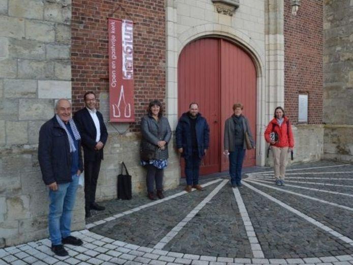 Een werkgroep van de Damiaanparochie van Erpe-Mere stelde een wandel- en fietskaart samen.