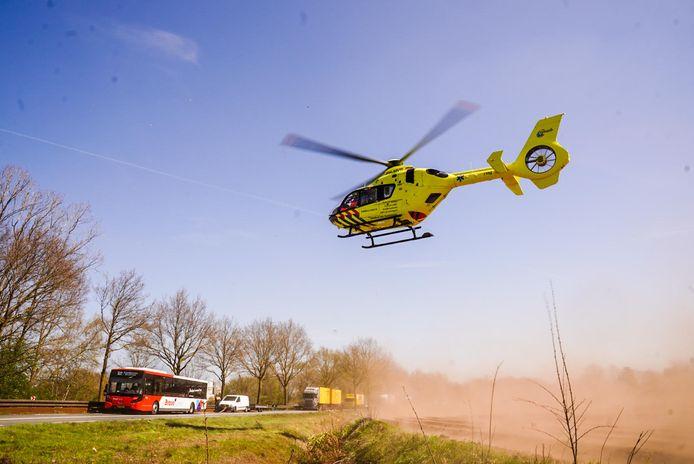 Een traumahelikopter landde in de buurt van het ongeluk