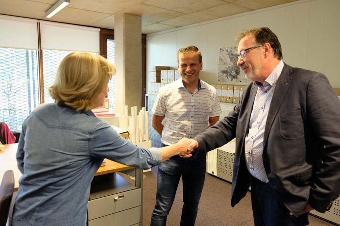 Lode Van Looy maakt alvast kennis met het gemeentepersoneel.