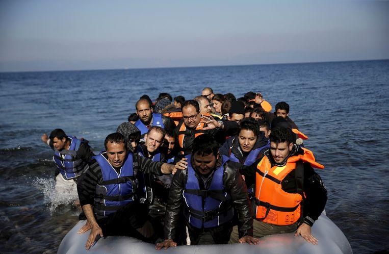 Migranten arriveren op het het eiland Lesbos. Beeld REUTERS
