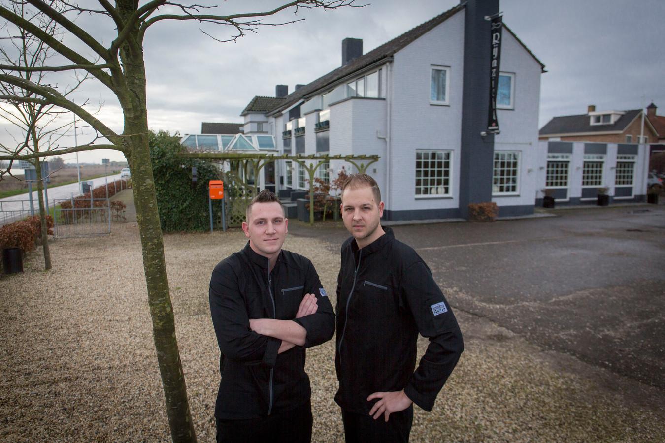 Mike (links) en Jim Cornelissen, de nieuwe uitbaters van restaurant Rijnzicht.