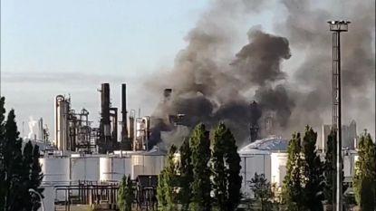 Zware brand in petroleumbedrijf Antwerpse haven: 300 personen geëvacueerd