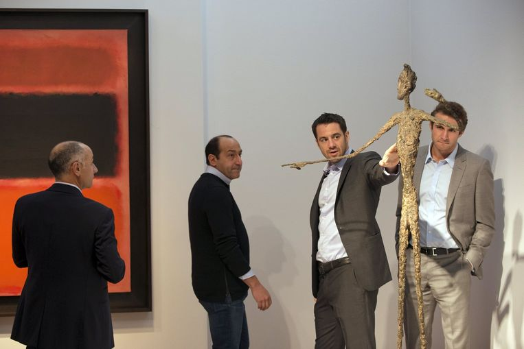 Alberto Giacometti's levensgrote bronzen beeld 'L'Homme au Doigt' (Man Pointing). Beeld REUTERS