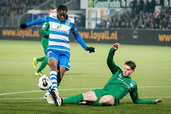 (L-R) PEC Zwolle speler Queensy Menig, FC Groningen speler Hans Hateboer.