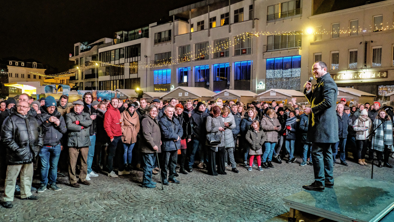 Van Quickenborne opende De Grote Bevraging op de nieuwjaarsreceptie op het Schouwburgplein.