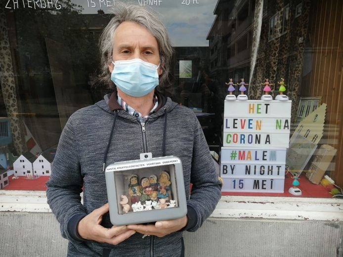 Koen Vromman organiseert een nachtelijke expo in Malem met een satirische terugblik op de pandemie.
