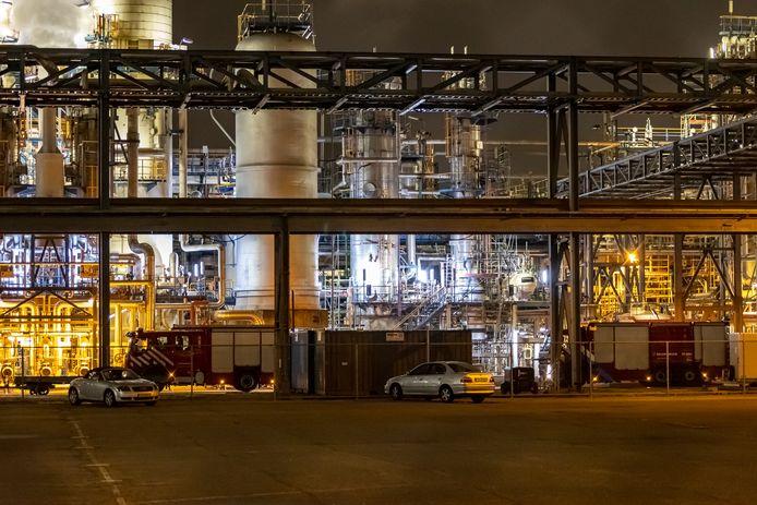 Bij het bedrijf Shin-Etsu op het bedrijvenpark Botlek heeft woensdagavond zoutzuur gelekt.
