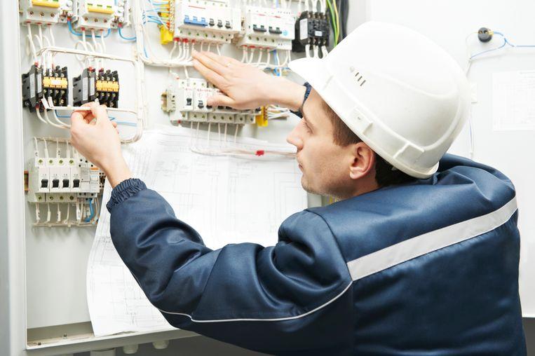 Geschoolde arbeiders, zoals elektriciens zijn volgens Manpower het moeilijkst te vinden.