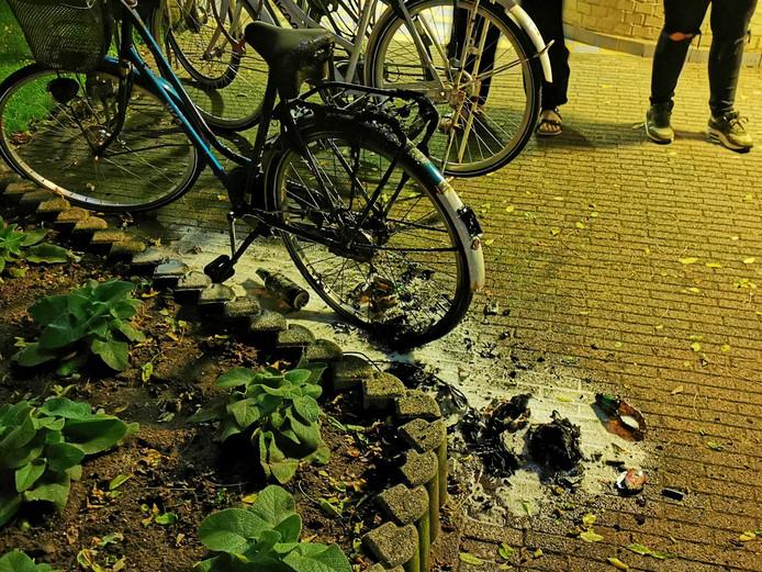 De fiets is totaal verwoest.