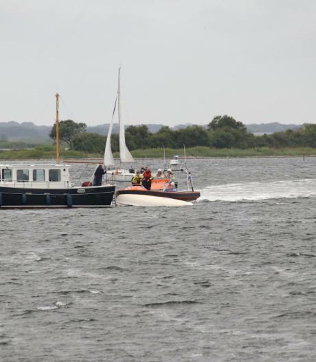 Zeilboot kapseist op het Veerse Meer