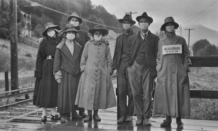 Een groepje uit Californië roept op tot het dragen van mondmaskers, in 1918, de periode van de Spaanse griep. Beeld The Annual Dipsea Race
