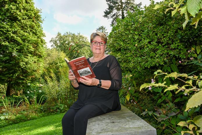 Ermelo - Eefje van den Berg heeft een boek geschreven over haar overleden familieleden. 10 mannen uit de familie Bakker zijn met de razzia van Putten destijds weggevoerd. Foto van de Biezen