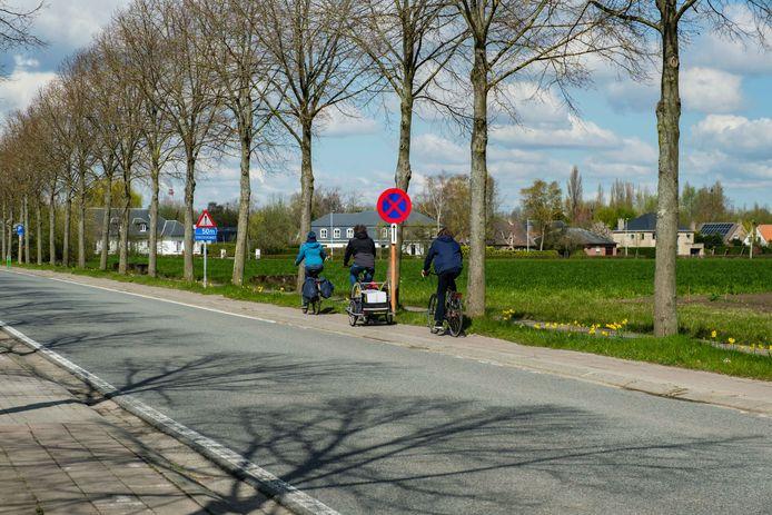 De fietspaden in de Kleistraat, tussen de sporthal en de Baron van Ertbornstraat, worden op termijn vernieuwd.