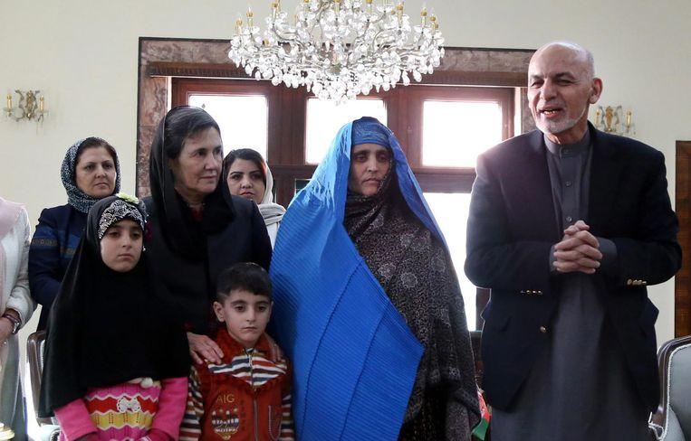 'President Ashraf Ghani (r.) en zijn vrouw Rula (l.) zijn zelf erg modern, ze hebben elkaar als student in de Verenigde Staten leren kennen en hebben er dertig jaar gewoond.' Beeld epa