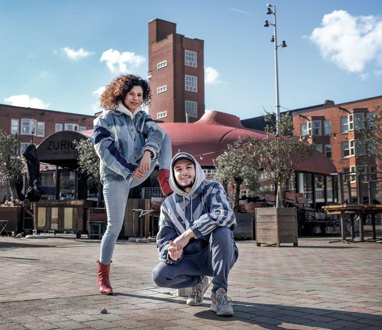 Portret van Natasja Gibbs (links) en Sahil Amar Aissa, presentatoren van het tv programma Racisme Kennis Test. Hoe herken je racisme. Beeld Patrick Post