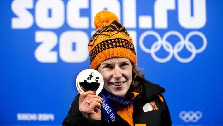 Ireen Wust met haar zilveren medaille voor de 1000 meter. Beeld anp