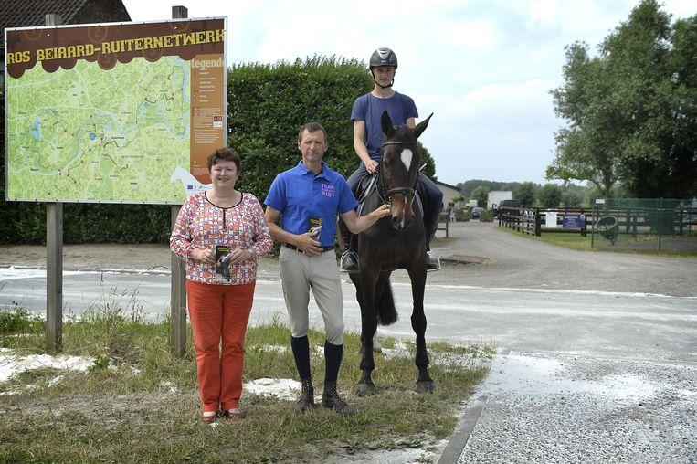 Martine Van Hauwermeiren, Benjamin Pieters en Eliah Pieters , waren jaren geleden bij de pioniers van het Ros Beiaard Ruiternetwerk. Dat krijgt nu uitbreiding in Vlassenbroek.