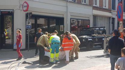 Oudere man krijgt messteek in de hals tijdens ruzie: slachtoffer zwaargewond naar ziekenhuis