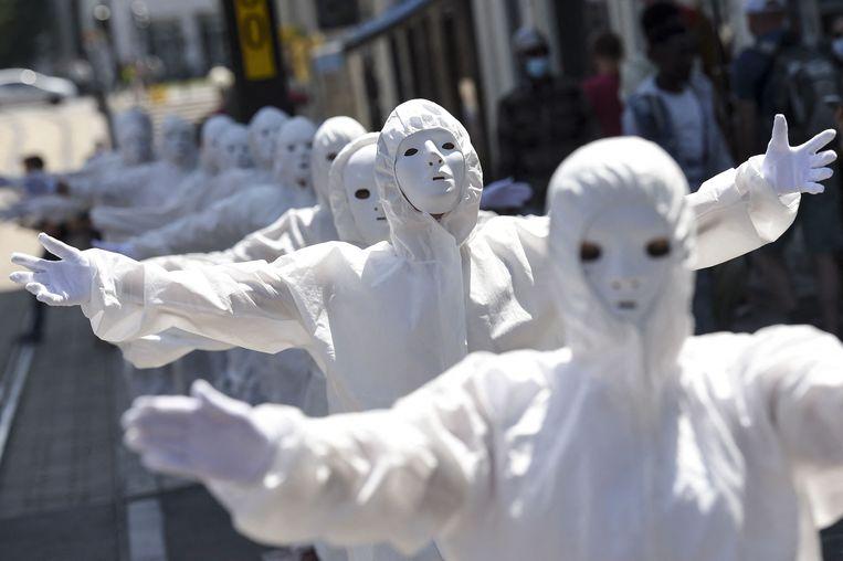 Activisten klagen de 'gezondheidsdictatuur' aan. Beeld AFP