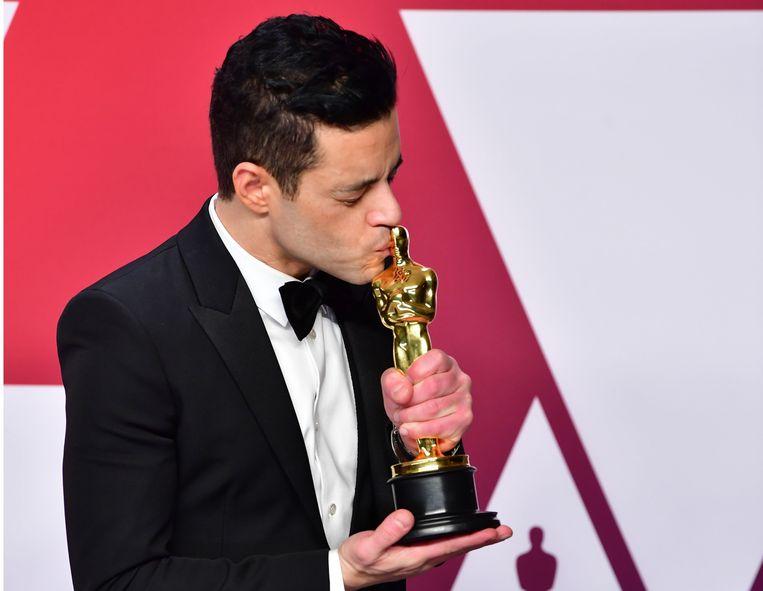 Rami Malek met zijn Oscar.