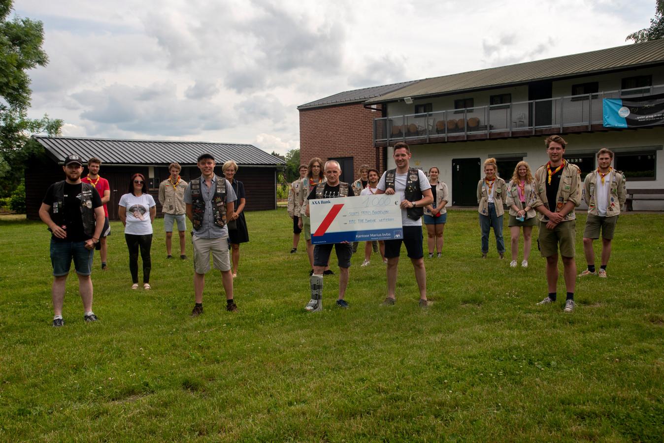MTC The Bridge schenkt 1000 euro aan de scouts van Prins Boudewijn.