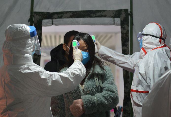 Un total de 5.974 personnes ont été contaminées en Chine, où 132 malades sont morts, selon le dernier bilan officiel le 29 janvier.