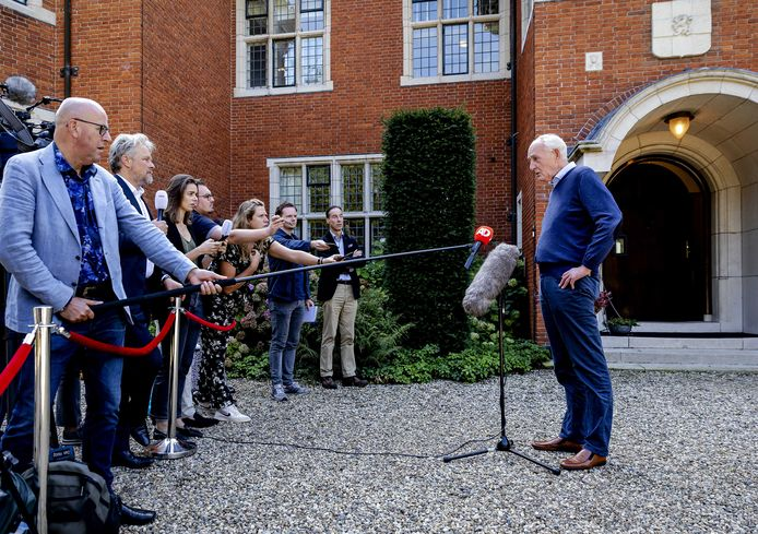 Informateur Johan Remkes in gesprek met de pers op landgoed De Zwaluwenberg over de voortgang van de formatiegesprekken vorige week.