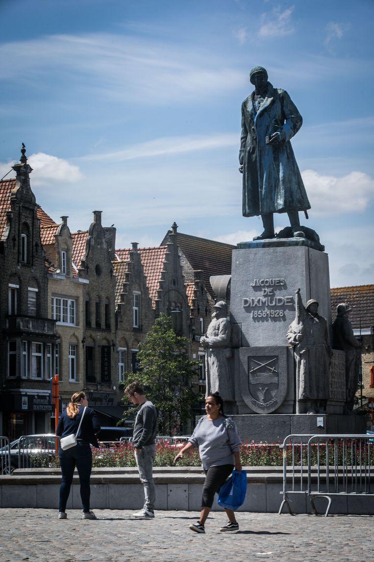 Het monument voor Jacques de Dixmude in Diksmuide.  Beeld Bas Bogaerts
