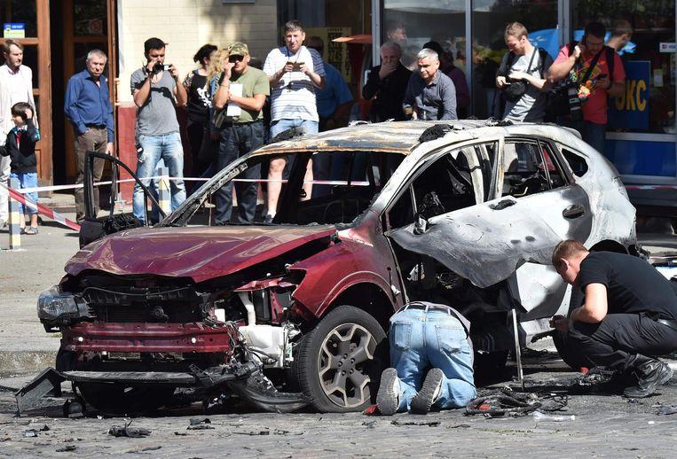 Het wrak van de auto waarin de 44-jarige journalist Pavel Sjeremet werd opgeblazen. Beeld AFP