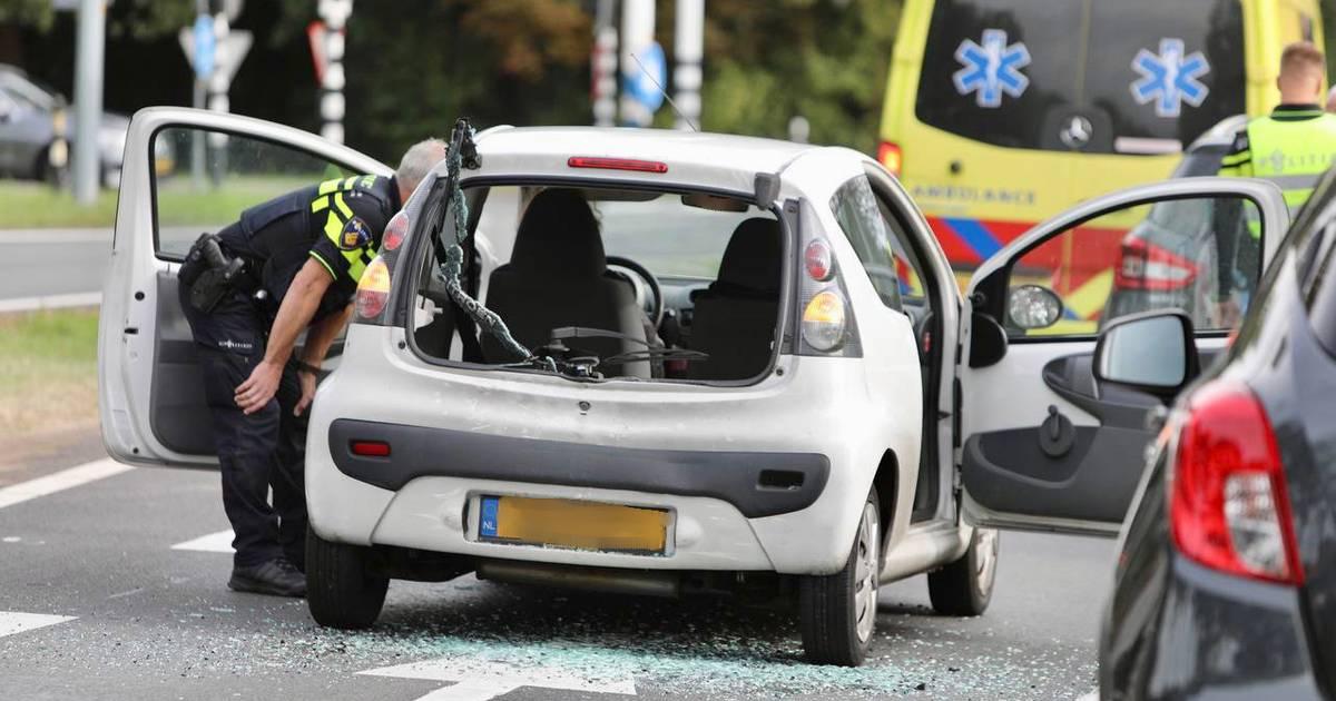 Gewonde en flinke schade bij kopstaartbotsing op N343 tussen Weerselo en Oldenzaal.