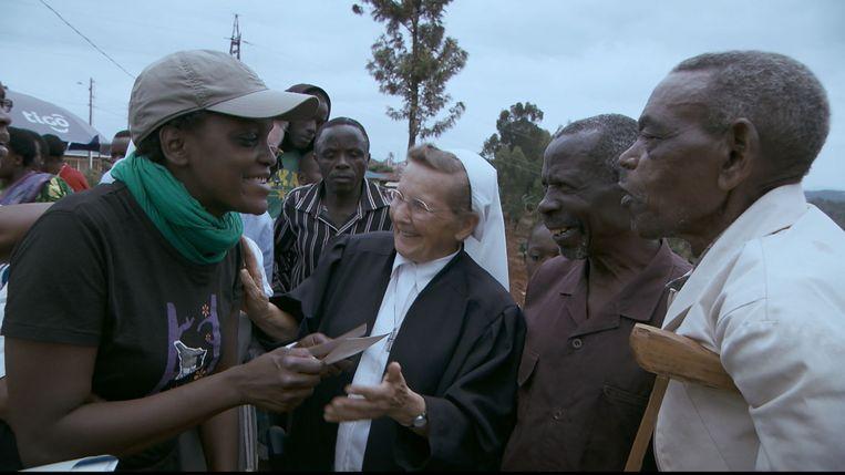 Wanneer Lefever in 2014 voor 'Heylen en de herkomst' naar Rwanda trekt, ontmoet ze de mensen die haar als baby gered hebben.
