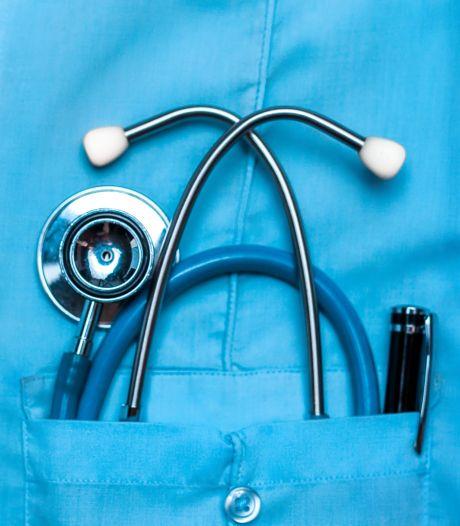 Des étudiants se voient offrir de l'argent pour reporter leurs études en médecine d'un an