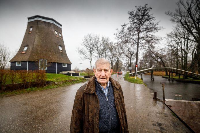 Jan Maat beijverde zich voor het herstel van de molen aan de Kerkweg in Giethoorn, maar zal de wieken niet meer zien draaien. Hij overleed afgelopen week.