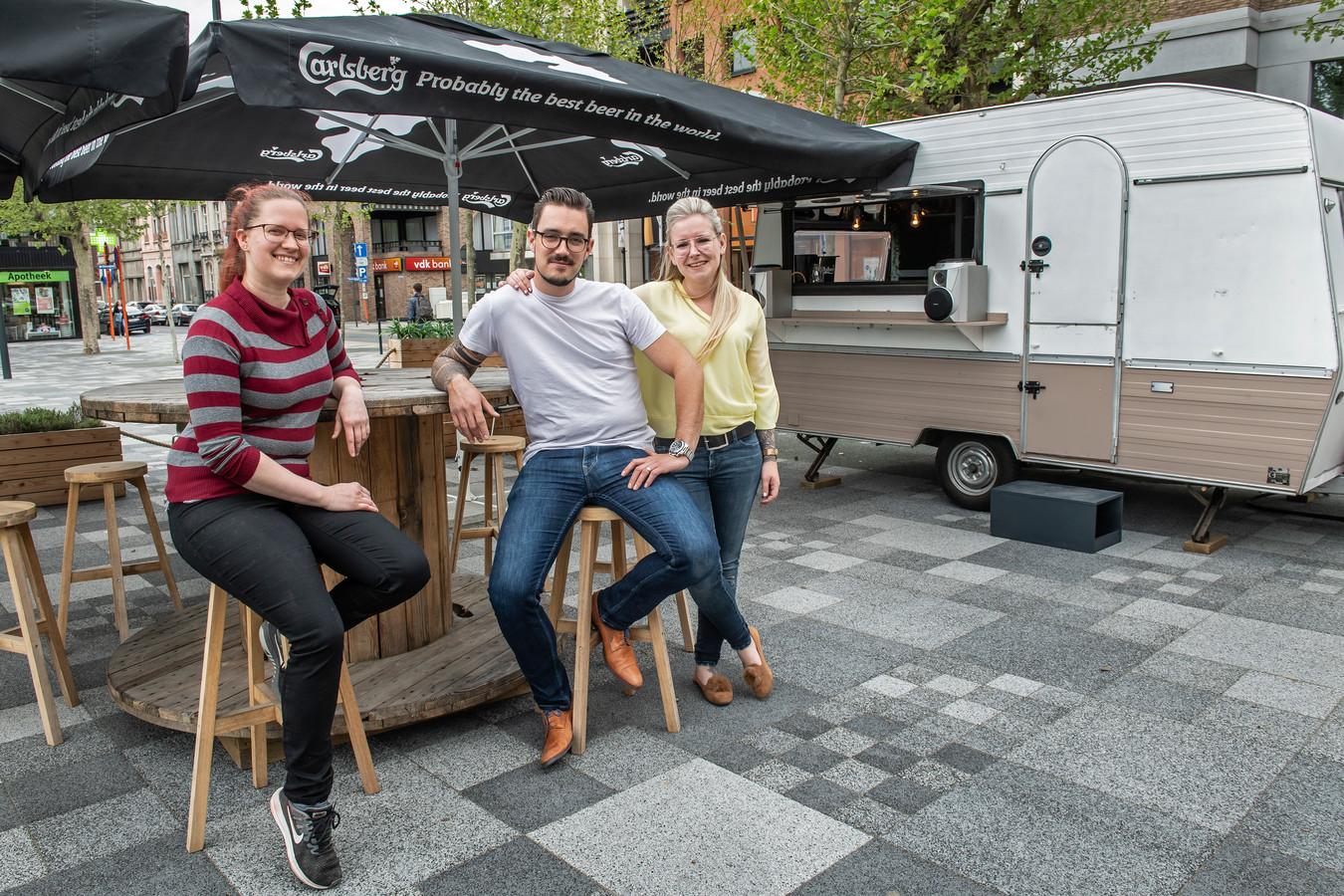 Leen Vandenbossche van Tina's en Bert Coopman en Deborah Naert van Merl'O hebben nu al zin in de zomer op Merl'ina Square.