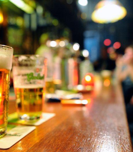 Wie meldt zich het vaakst ziek: niet-drinkers, geregelde of zware drinkers?