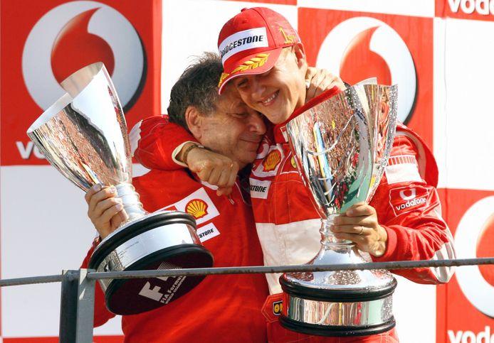 Todt met Schumacher op het podium na winst in Monza 2006.