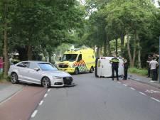 Ravage bij ongeval in Eemnes: busje op zijn kant, bestuurder aangehouden voor rijden onder invloed