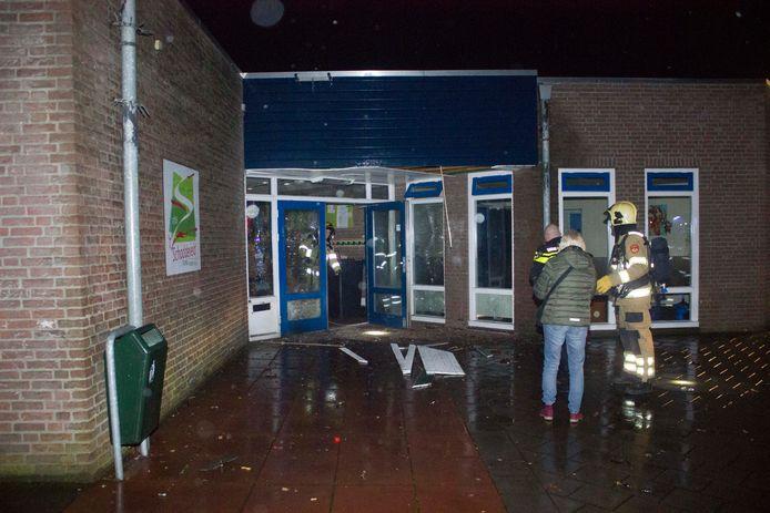 Brandweer actief in Dieren na exploderend vuurwerk.