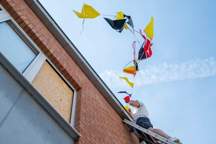 WILLEBROEK Gino Van Soest hangt zijn Acaciastraat vol vlaggen voor het EK
