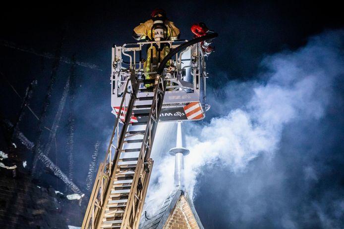 De Sint-Urbanuskerk in Amstelveen ging in september 2018 grotendeels verloren door een grote brand, die laat ontdekt werd. Onderzoek door de Inspectie Justitie en Veiligheid bracht problemen met de bluswatervoorziening aan het licht. Brandkranen waren onvindbaar, onbereikbaar of werkten niet. Overigens was de schade ook met wél werkende, vindbare of bereikbare kranen ook groot geweest.