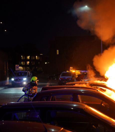 Auto's branden uit in Nijmeegse straat waar eerder deze week steekpartij was