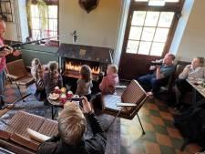 Professor Sjokobel houdt kinderen in Vaassen vijf dagen voor de komst van Sinterklaas in de ban