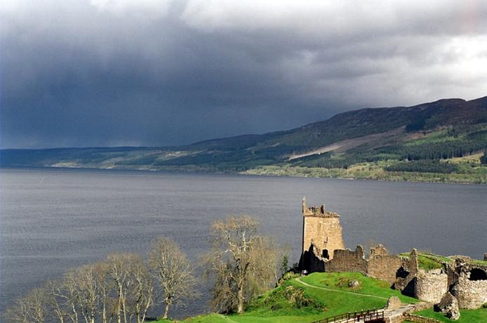 De aanwezigheid van diepe meren zoals Loch Ness is een van de redenen waarom Schotland werd uitverkoren.