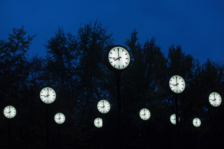 Alle EU-lidstaten zijn verplicht om op de laatste zondag van maart over te gaan op de zomertijd en op de laatste zondag van oktober weer terug te gaan naar de wintertijd. Beeld EPA