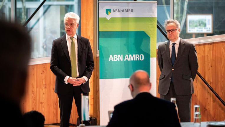Bestuurders Kees van Dijkhuizen en Clifford Abrahams gaven woensdagochtend een toelichting op de jaarresultaten van ABN Amro. Beeld ANP