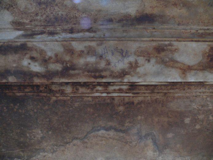 Zo zag het marmer er voor de restauratie uit.