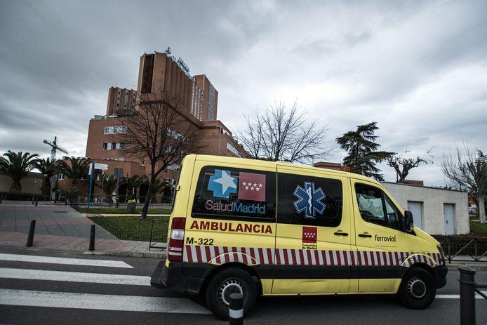 Un groupe de jeunes d'une ville du sud de l'Espagne a caillassé des ambulances transportant 28 personnes âgées atteintes du nouveau coronavirus.